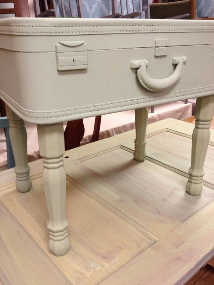 Diy How To Make A Vintage Suitcase Table Alanawpiper